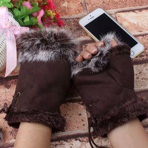 Accessories - Fingerless gloves with rabbit fur trim